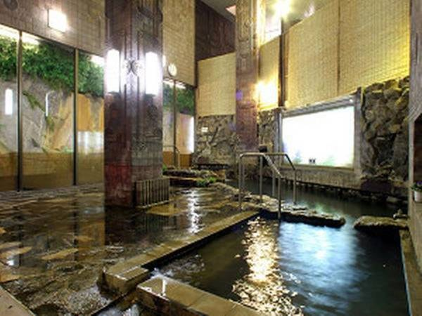 【阿蘇内牧温泉 旅館 金時】源泉かけ流しの天然温泉とともに、純和風の美しさに思いをめぐらせ、懐かしむひととき。阿蘇の文化が感じられる、あたたかく重厚な老舗温泉旅館