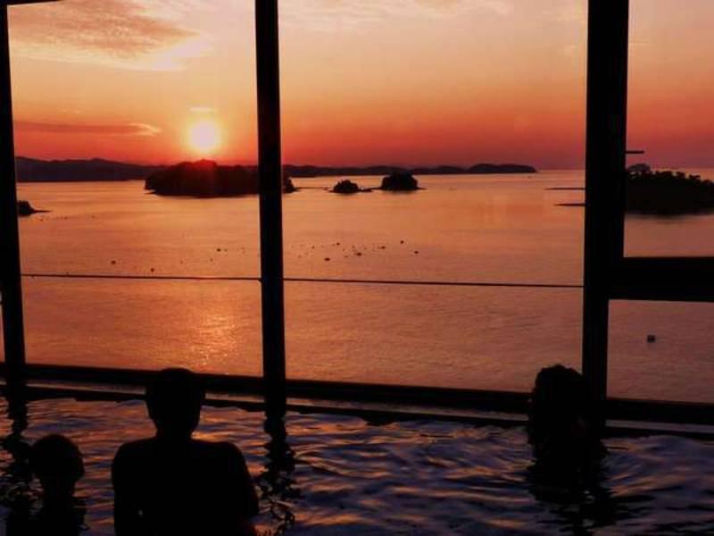 【大浴場】晴れた日には夕日を眺める