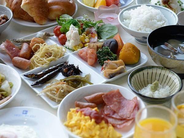 【朝食/例】地元野菜や海の幸を中心に、和・洋・中取り混ぜた種類豊富なバイキング