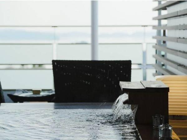 【客室露天風呂/例】客室全室に広々としたテラスと天然温泉の露天風呂付き