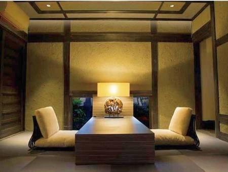 【十六夜 izayoi/例】大きな梁組みの高い天井が開放的、別荘のような離れ