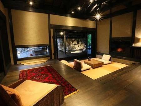 【弓張 yumibari/例】囲炉裏、畳の間、寝室、岩露天、内湯からなる広々とした人気のお部屋