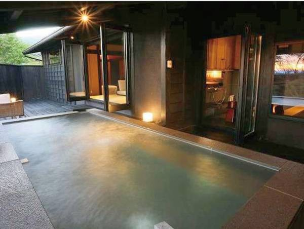 【天心 tensin/例】切石の湯船で源泉かけ流しの湯を楽しむ