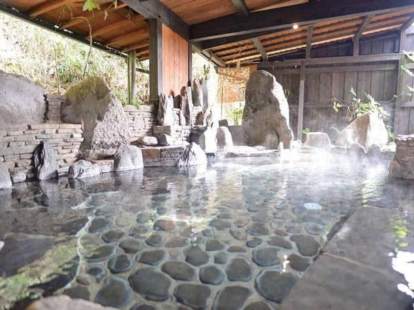 【平山温泉 山懐の宿 一木一草】山懐の歴史と自然のぬくもりに抱かれる宿。全8室、客室全てにかけ流しの温泉付き。九州屈指の美肌湯を大浴場の半露天・洞窟風呂でもご堪能ください。