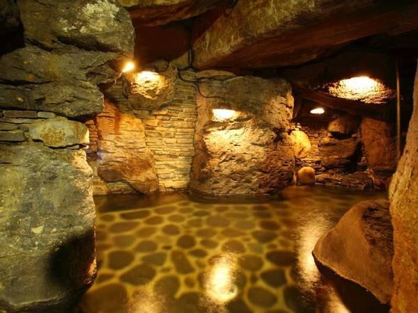 【大浴場】名物の洞窟風呂
