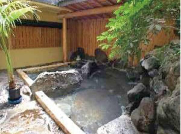 【岩ん湯】偶数日は女性・奇数日は男性のお風呂に。24時間かけ流し