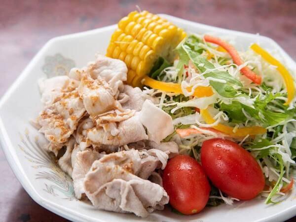 *【夕食一例】肉料理・魚料理はそれぞれ一品ずつございます。