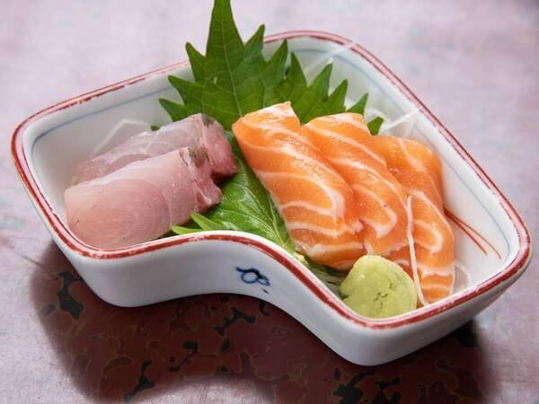 *【夕食一例】定食ですが新鮮なお刺身もお召し上がりいただけます。