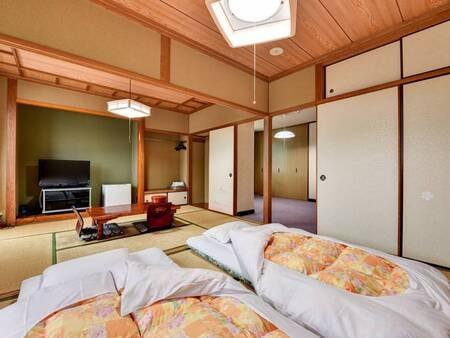 *【ひろびろルーム】洋間と2つの6畳和室、合計3部屋の構造です。