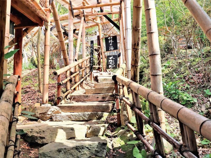 竹林の湯へのアプローチ。