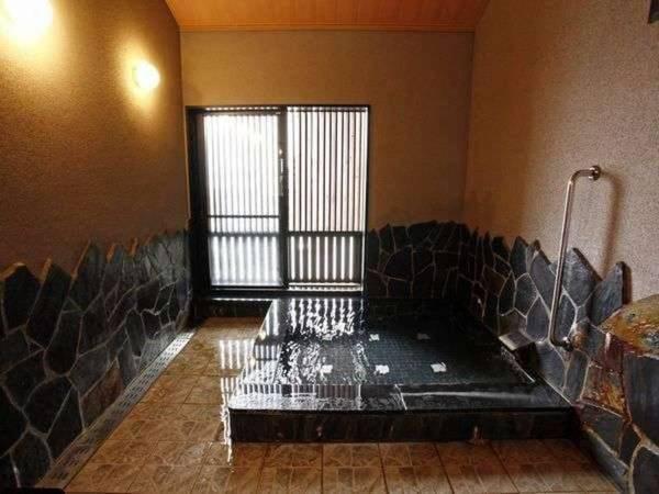 【松島温泉 ホテル松泉閣 ろまん館】天草五橋4号橋のたもとに立地し、 天草観光の拠点としてご利用頂いております。