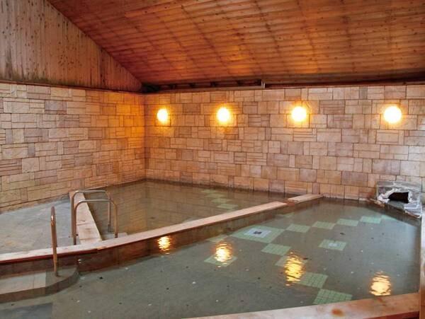 【平山温泉 奥山鹿温泉旅館】源泉かけ流し!とろっとろの「美人の湯」と、四季折々の創作会席料理をお楽しみください