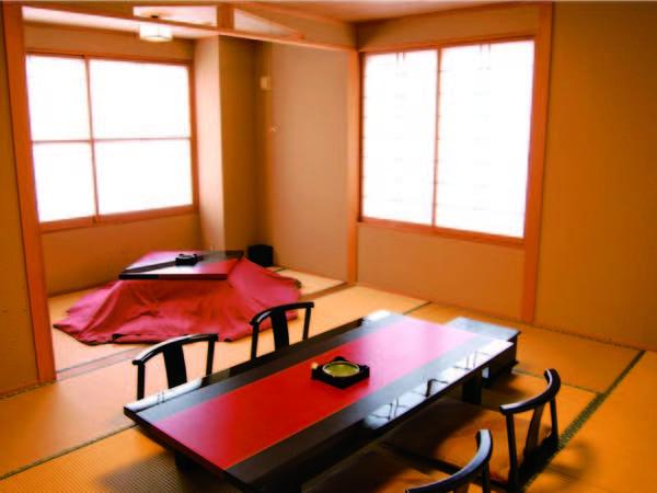 【和室/例】 10畳+広縁は掘りごたつ付!窓を開ければ石畳の温泉街が広がる