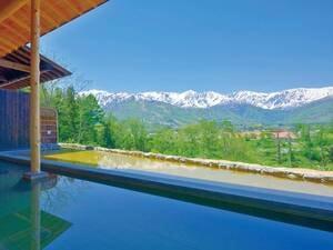 【わらび平の湯大浴場】北アルプスの朝焼けや満天の星空も楽しめる
