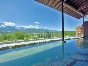 【わらび平の湯大浴場】露天風呂の前の池は何の池?はい、アルプスが映るための天然のスクリーンです。が正解