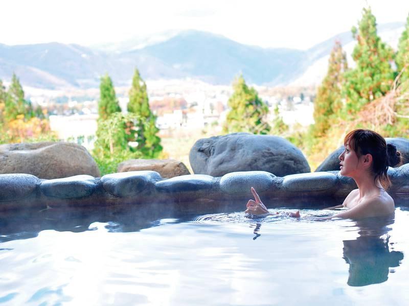 【天神の湯露天風呂】湯量豊富な自家源泉でゆっくりほっこり温まりましょう