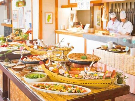 【夕食バイキング/例】皆さまに信州の滋味を楽しんでいただきたく、郷土料理を大切にしています。