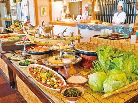 【夕食バイキング/例】信州里山ごはん旬の彩りバイキングと名付けたバイキング。もちろんおいしいが一番重要