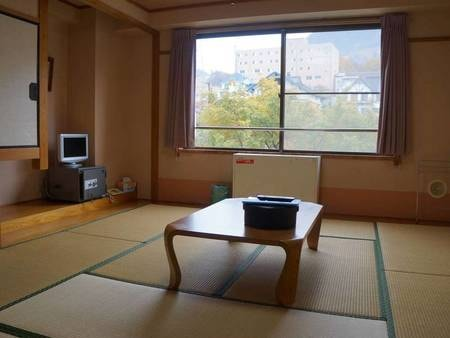 【山側和室/例】山を望む10畳和室