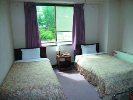 【山側洋室/例】 コンパクトで眺望が確約できないためお得に宿泊できる洋室
