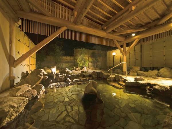 【露天風呂】野趣あふれる岩造りの露天風呂