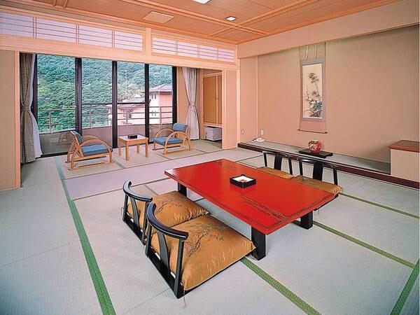 【祥耀館・庭園側/例】日本庭園を望む12.5畳の和室へご案内!