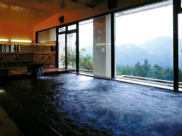【大浴場】檜風呂や雄大な山々の眺望