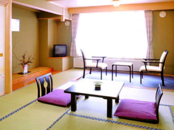 【客室/例】 館内移動の少ない東館の広々とした和室(14畳)へご案内