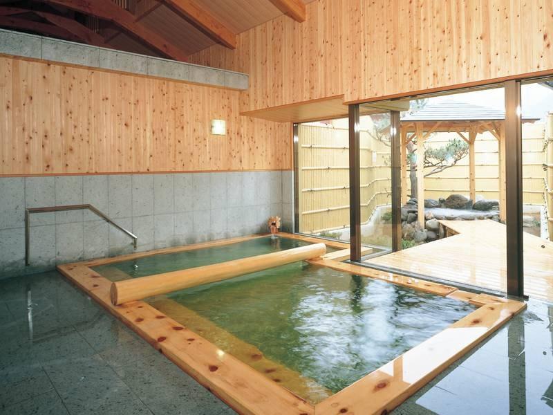 【大浴場】源泉かけ流しの温泉