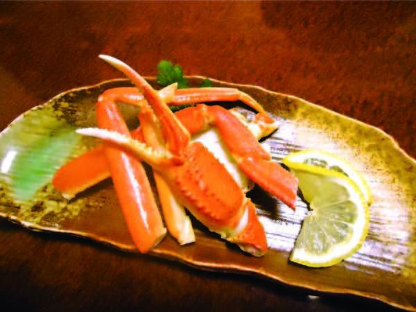 【2大味覚!信州黒毛和牛&蟹/例】旨みたっぷり、ずわい蟹の足盛も味わえる
