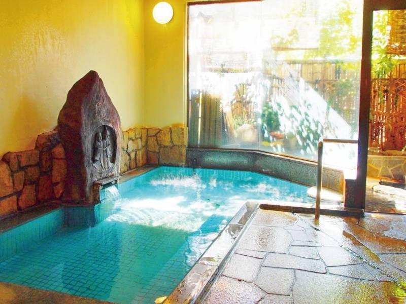 【男性大浴場/円満哉】信州らしい道祖神から天然温泉が溢れる