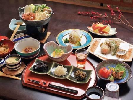 【郷土料理/例】みゆきポークのムニエルなど地場食材を使用した料理が並ぶ