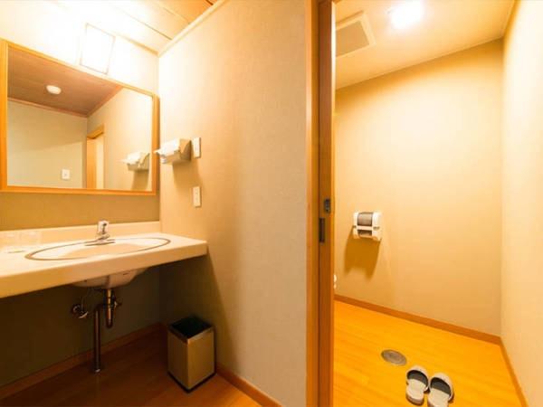 【新館和室/例】お手洗いも広々