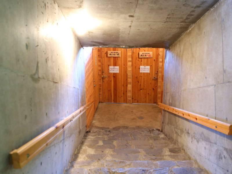 洞窟露天風呂 ~絹芳の湯~への階段