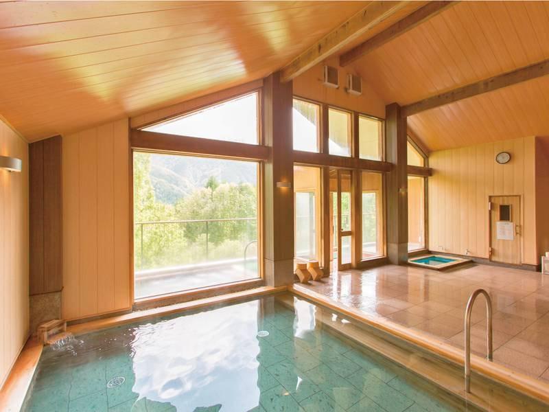【大浴場/ひのきのお風呂】アルプスの山々を臨む