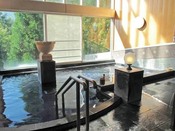 【大浴場/石づくりのお風呂】スチームサウナと、露天ジャグジーバス併設