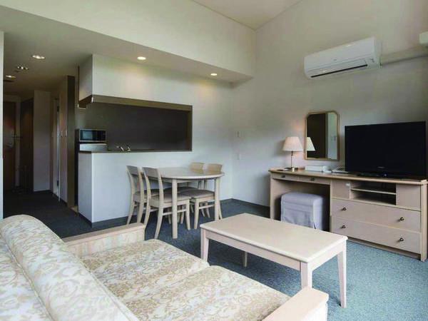 広々としたリビングスペース+身にキッチン付の55㎡ツイン洋室( 禁煙)