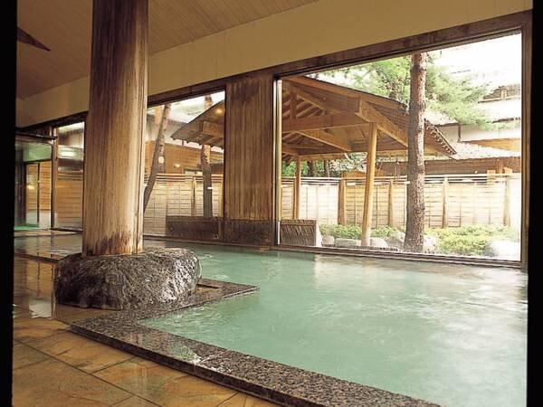 【立山プリンスホテル】立山黒部アルペンルート扇沢まで車で20分!自慢の湯遊び処「森の故郷」 肌に優しい温泉を露天風呂で愉しんで