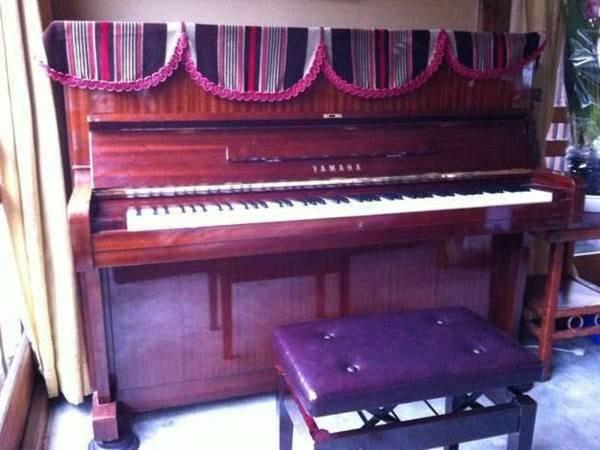 ロビーにはYAMAHAピアノが♪どうぞご自由にお弾きください♪
