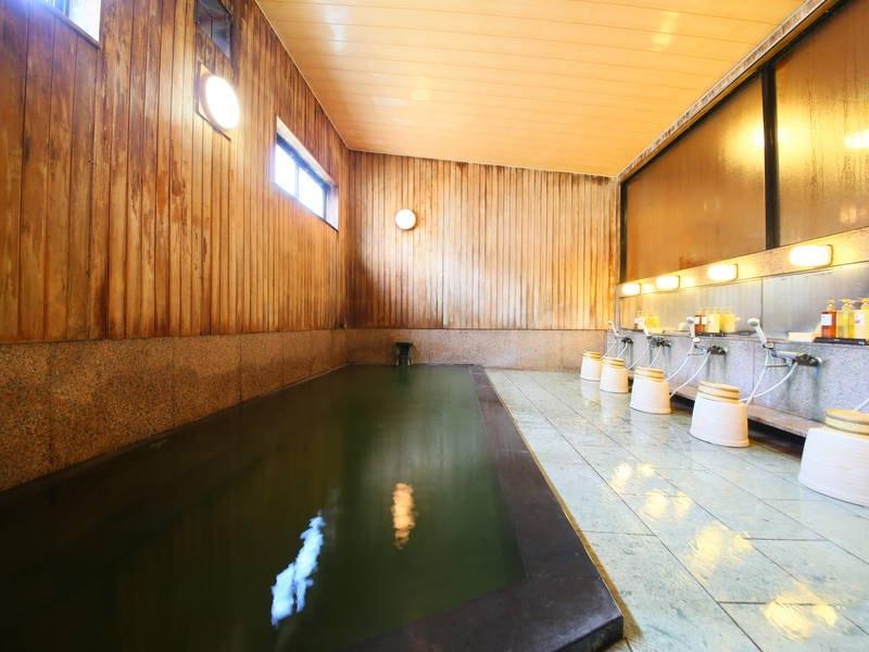 【女性大浴場/檜風呂】かけ流しの天然温泉をゆったりと味わう