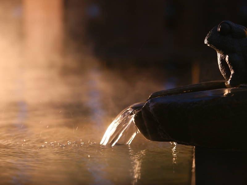 【温泉】美白の湯がたっぷりと注ぐ