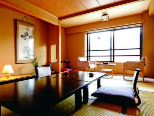 【客室/例】 川側の和室(10畳+広縁)へご案内