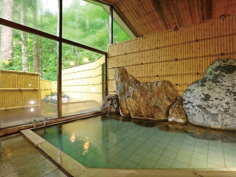 【大浴場】かけ流し湯を堪能できる