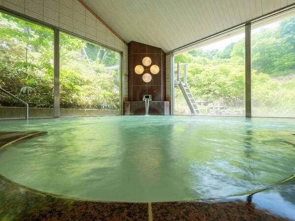 【野地温泉ホテル】秘湯ムード満点のお湯自慢のお宿。6つの湯殿で乳白色のやわらかなお湯をじっくりと堪能したい。