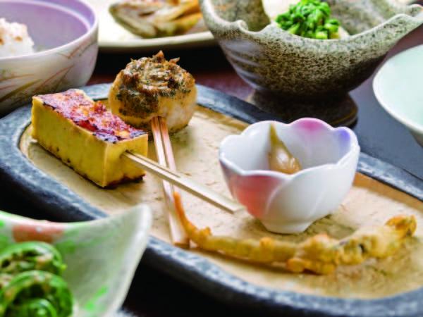 【夕食/例】檜枝岐伝統の「山人(やもーど)料理」はここでしか食べられない逸品