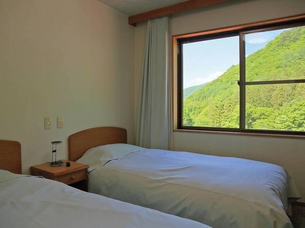 【洋室/例】お部屋から景色を眺める