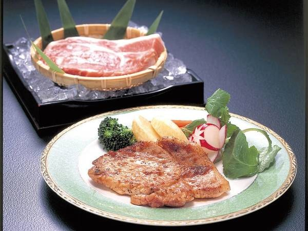 【選べるメイン例/えごま豚のステーキ】柔らかいお肉が嬉しい♪