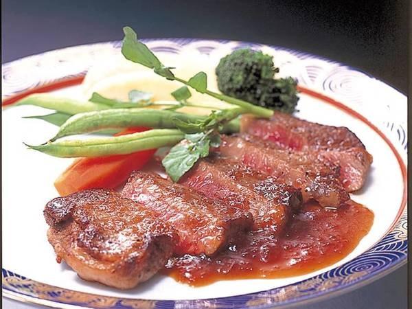 【選べるメイン例/牛ステーキ】個人毎に選べるメインには牛ステーキも!