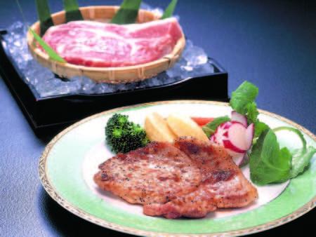 【選べるメイン&ズワイ蟹付会席/例】メインは肉・魚料理など4種類から選べる※ステーキ一例