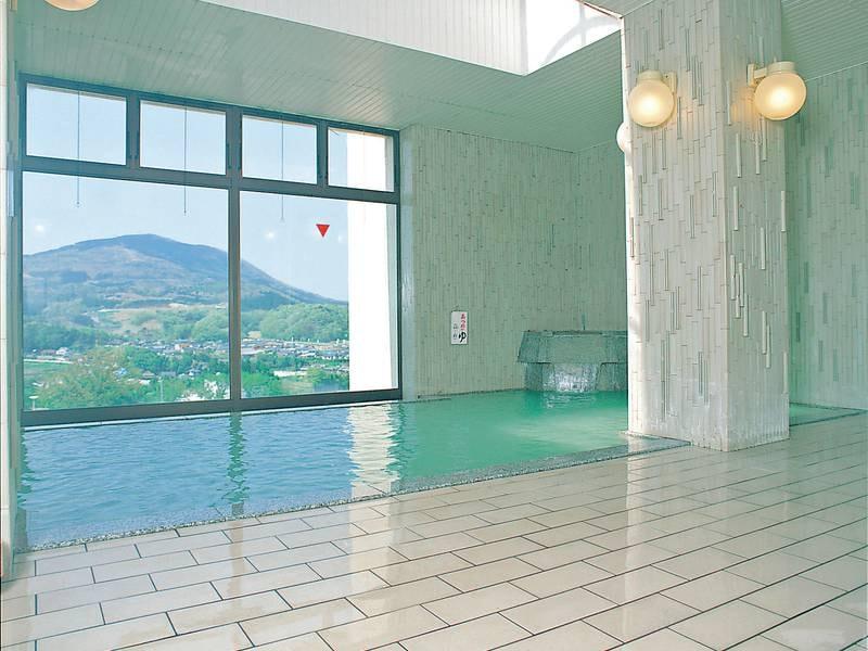 【大浴場「湯の岳」】開放的な空間でゆったり